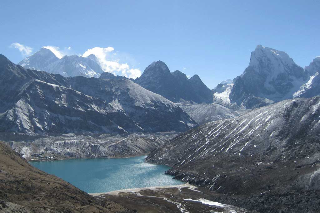 everest-gokyo-lake