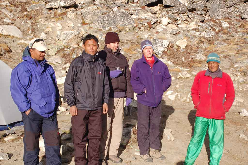 with-guide-on-everest-trek